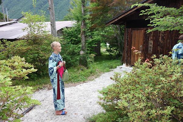 Kristine på vej til Onsen bad i Japan