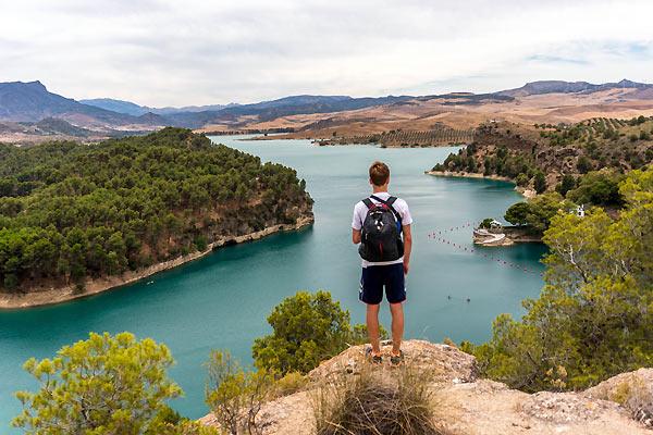 Mads ved turkise søer i Spanien