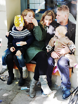 Sissel-Jo Gazan med familien i Berlin