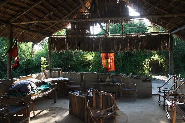 Inde i hytte i Tanzania