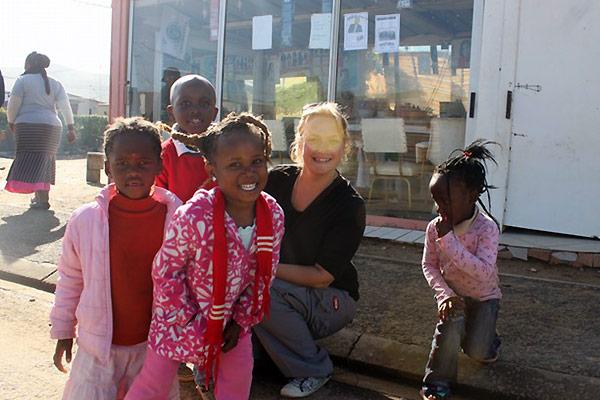Tine med børn_Om at rejse alene af Tine Haslam