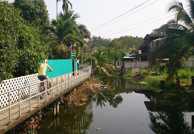Helle på cykeltur i Bangkok