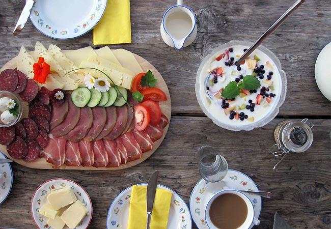 Morgenmad efter midsommerfest i Østrig