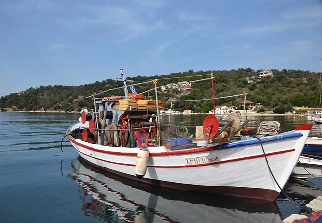 Båd ved Meganisi i Grækenland