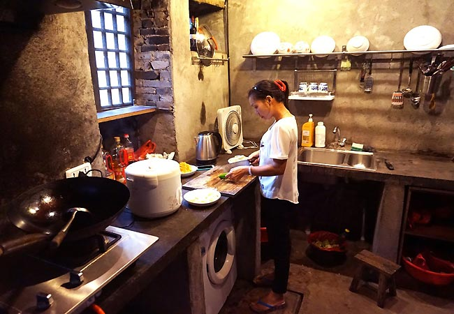 Der laves lækker mad i det lille hus i Langshi