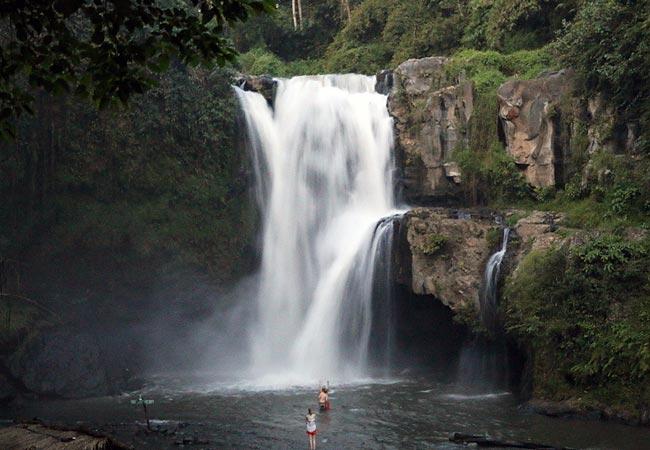Tegenungan vandfald ved Ubub i Indonesien