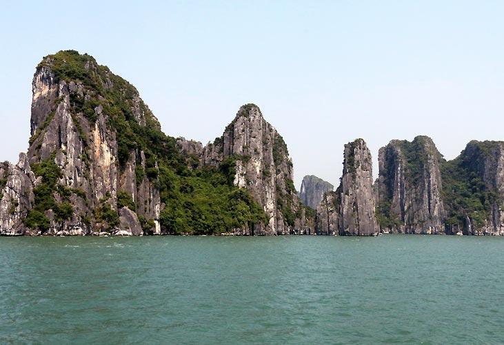 """""""At føle sig lille i den prægtige natur – Ha Long Bay"""" af Malene Vinter"""